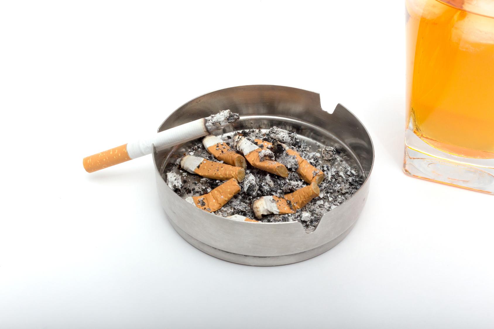 節約するなら酒、タバコは止めよう